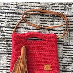 Bom dia! Bolsa linda da minha cliente linda @beatrizlmviana ❤ muito chique! @karineferbela @renatamarengo @talitafiodemalha @tecelart  @sufiosdemalha @mapetitcrochet @crochet_encantado @nadiadelboniperches  #trapilho #fiosdemalha #fiodemalha #crochetaddict #handmade #handmadewithlove #totora #alfombra #shirtyarn #feitocomamor #decor #knit #knitting #rugs  #croche #crochet #artecomfiosdemalha #artesanato #feitoamao #vendofiosdemalha #fiosecologicos #bolsadefiodemalha
