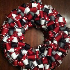 I want to make this for all my Alabama fan friends. @Ryn Tomlinson I even want to make an Auburn one for you. ;)