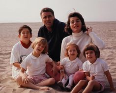 The Lawfords - Peter Lawford and his wife Patricia Kennedy Lawford and their 4 children Patricia Kennedy, Les Kennedy, Jackie Kennedy, Robert Kennedy, Familia Kennedy, Peter Lawford, John Junior, John Fitzgerald, Greatest Presidents