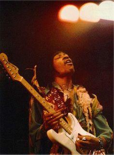 linda mccartney photos of jimi hendrix | Jimi Hendrix live at the Royal Albert Hall in London, 1969