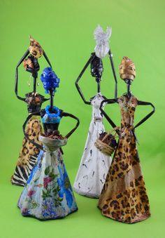 Linda peça para decoração, totalmente artesanal, feita a partir de material reciclado (jornal), ideal para alegrar sua sala, quarto ou onde sua imaginação mandar, por se tratar de uma peça muito divertida e colorida.