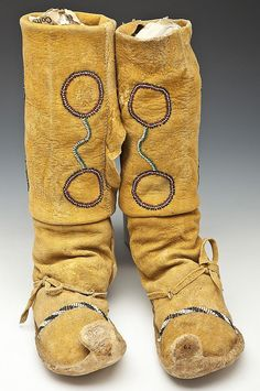 Apache, cactus kicker moccasins-my favorite! Indian Artifacts, Native American Artifacts, Native American Tribes, Native American History, Native American Moccasins, Native American Clothing, Native Indian, Native Art, American Indian Art