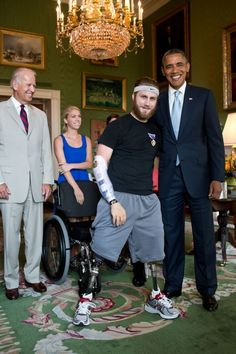 President Obama honors veteran and quad-amputee Taylor Morris #amputee #Obama