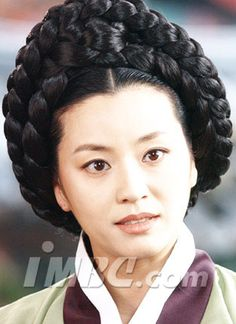 Kyeon Mi-Ri 2003 in A Jewel in the Palace (Court Lady Choi) Korean Actresses, Actors & Actresses, Dae Jang Geum, Lee Young, Korean Dress, Korean Star, Traditional Dresses, Palace, Hair Cuts