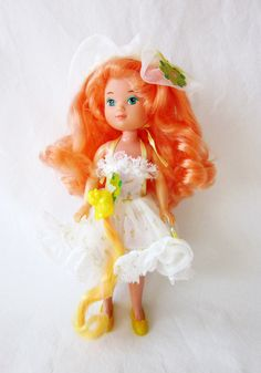 Lady Lovely Locks - Maiden CurlyCrown Doll in Picnic Dress. I had this dress for my LLL doll! Lady Lovely Locks, Picnic Dress, 90s Childhood, Yellow Shoes, Barbie Stuff, Perfect Makeup, Vintage Ladies, Fashion Dresses, Old Things
