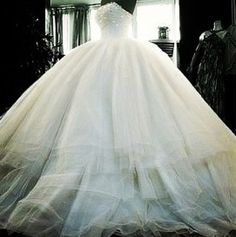 Puffy dress:O