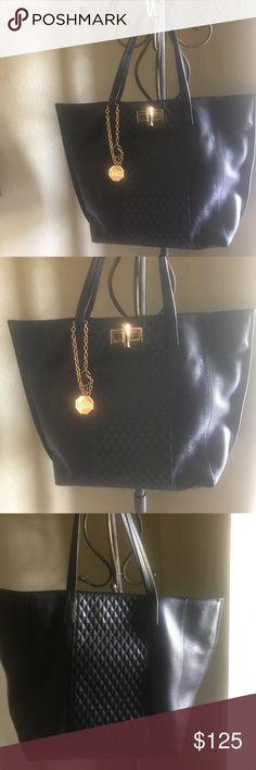Beautiful Bagdley Mischka handbag. NWOT Bagdley Mischka handbag. Badgley Mischka Bags Shoulder Bags