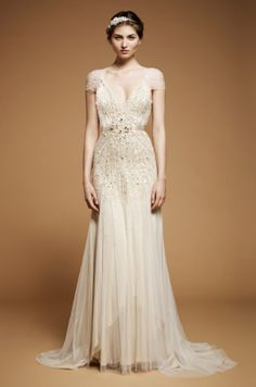 What can I say about Jenny Packham? Other than if I could go back in time I would have so worn a Jenny Packham wedding dress on my wedding dress! Jenny Packham Wedding Dresses, Jenny Packham Bridal, Used Wedding Dresses, Wedding Dress Styles, Sheath Wedding Dresses, Old Hollywood Style, Hollywood Fashion, Hollywood Glamour, Hollywood Wedding