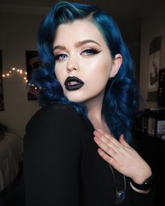 Dark Blue Hair, Hair Color Blue, Cool Hair Color, Brown Hair Colors, Midnight Blue Hair, Color Black, Hair And Makeup Tips, Hair Makeup, Blue Makeup