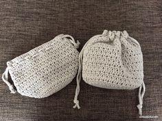 丸底で編んだ巾着の編み図が書けました^^使っている編み方は、細編みと長編みの2種類だけ。ただの長編みも、拾う位置をちょっと変えるだけで、ぜんぜん違う雰囲気になるのが面白い^^簡単なので、ぜひぜひ編んでみてください!ちなみ