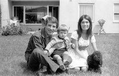 Von 1964 (Bild) bis 1989 war Udo Jürgens, der mit bürgerlichem Namen Jürgen Udo Bockelmann hiess, mit dem ehemaligen Fotomodell Erika Meier, genannt Panja, verheiratet. Aus der Ehe stammen die zwei Kinder Johnny (im Bild) und Jenny.