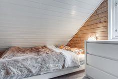 Visning lørdag kl 12 - 13 Pen vertikaldelt hytte med kort vei til skitrekk . Real Estate, Bed, Furniture, Home Decor, Decoration Home, Stream Bed, Room Decor, Real Estates, Home Furnishings