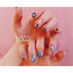 nail by @nagisakaneko _ _ 黄色、ネイビーの合わせにピンク _ disconail disco @disco_tokyo