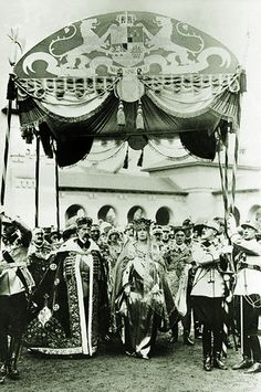 The coronation of King Ferdinand I and Queen Maria ( Alba Iulia, 1922 ). Michael I Of Romania, Maud Of Wales, Romanian Royal Family, Central And Eastern Europe, Casa Real, Blue Bloods, Queen Mary, Black And White Portraits, Kaiser