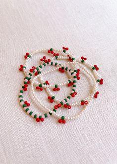 DIY Beaded Cherry Bracelet - Honestly WTF Handmade Wire Jewelry, Diy Crafts Jewelry, Bracelet Crafts, Handmade Bracelets, Beaded Crafts, Handmade Beads, Bead Jewellery, Beaded Jewelry, Beaded Rings
