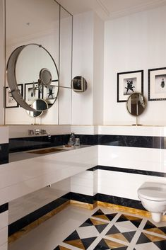 See all our stylish art deco bathrooms design ideas. Art Deco inspired black and white design. Art Deco Bathroom, Art Deco Mirror, Modern Bathroom, Decoration Inspiration, Bathroom Inspiration, Interior Inspiration, Interiores Art Deco, Interiores Design, Eileen Gray