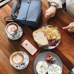 Weekend woke up like this ✌🏻🍞☕️ #josephinelifestyle #cafeinterior #cafehopping #weekendvibes #malaysiancafe #zaloramy #flatlay