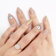 Feast your eyes on this taupe and gold manicure!