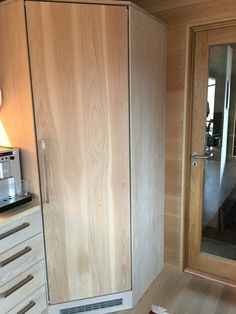 Kjølerom kledt i heltre eik Furniture, Home Decor, Decor, Armoire