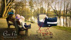 Boo Poo nappy bags - baby changing deluxe Familie im Park mit #Retrokinderwagen und #Wickeltasche by #BooPoo