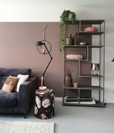 nieuwe muurkleur in onze woonkamer The post nieuwe muurkleur in onze woonkamer appeared first on Slaapkamer ideeën. Dusty Pink Bedroom, Pink Bedroom Walls, Home Bedroom, Living Room Green, Living Room Paint, Home And Living, Living Room Decor, Room Inspiration, Interior Inspiration