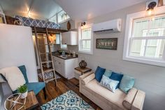 Following a devastating flood that hit South Carolina, building company, Driftwood Homes USA donated a tiny house to a family affected by the devastation.