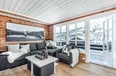 Найти – Strandafjellet - богатый laftahytte с три спальни, две ванные комнаты и три garasjeplasser расположенном в Hevsdalen.