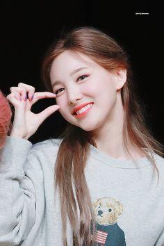 Kpop Girl Groups, Kpop Girls, I Fancy You, Chaeyoung Twice, Nayeon Twice, Twice Kpop, Im Nayeon, Girl Crushes, Korean Girl