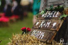12. Rock Wedding,Outdoor ceremony,Wedding sign,Bundles / Rockowe wesele,Ceremonia w plenerze,Snopki siana,Anioły Przyjęć