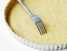 Grundopskrift: Tærtedej... Good Food, Yummy Food, Brunch, Gluten, Bread, Dinner, Tableware, Desserts, Tarts
