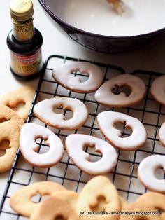 lukrowanie-ciasteczek-waniliowych Doughnut, Cookies, Cake, Desserts, Christmas, Food, Easter Activities, Crack Crackers, Tailgate Desserts