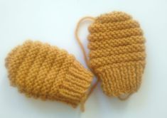 Baby mittens model months Source by niniestemarie Baby Knitting, Crochet Baby, Knit Crochet, Baby Mittens, Knit Mittens, Knitted Booties, Knitted Hats, Little Monkeys, Baby Crafts