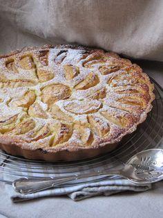 Είναι η πιο διάσημη τάρτα μήλου, η λεγόμενη Τάρτα Νορμανδίας. Tart Recipes, Greek Recipes, Apple Recipes, Dessert Recipes, Cooking Recipes, Desserts, Chocolate Fudge Frosting, Cheesecake Tarts, My Dessert