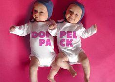 Für das doppelte Glück. Schönes Geschenk zur Geburt von Zwillingen oder das passende Outfit für den Fototermin.   Gibt es in mehreren Farben. Beide pink oder blau oder gemischt. oder in einer...