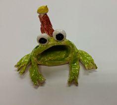 frog pinch pot