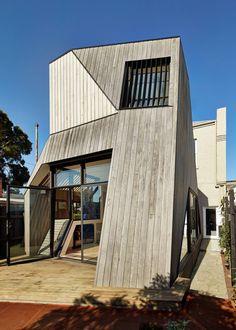 Geometrische Formen Der Hausfassade Mit Holz Verkleidet Moderne ArchitekturGeometrische