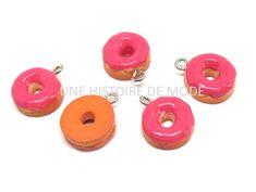 5 Breloques Donuts à la framboise - résine - rose fuchsia - 17 x 13 mm Rose Fuchsia, Donuts, Candle Holders, Creations, Candles, Orange, Stud Earrings, Beignets, Charms