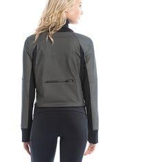 Run and be seen with this black reflective fabric! / Soyez vu grâce à ce tissu réfléchissant!