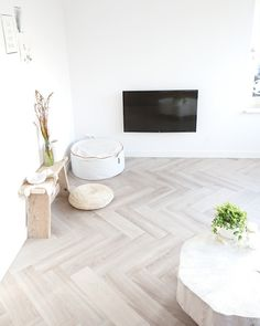 Herringbone floor / visgraat vloer Dream Floors, House, Interior, Family Room, House Styles, Herringbone Floor, Flooring, Small Rooms, Great Rooms