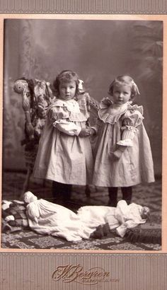 The first mistress, the first outfits. Antique dolls on old photographs / vintage antique dolls, replicas / Beybiki.
