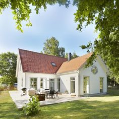 Den här veckan kikar vi in i en variant av Måsen. #hus #villa #home #husbygge  #exterior #exteriör #fasad # dubbeldörrar #vinkelhus #byggahus #nybygge #design #drömhus #hem #talo #hjem #koti #nybygge #trähus