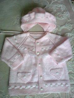 Örgü bebek ceketi ve şapkası Knitting For Kids, Baby Knitting Patterns, Crochet For Kids, Baby Patterns, Knitting Projects, Hand Knitting, Knit Crochet, Baby Barn, Crochet Butterfly