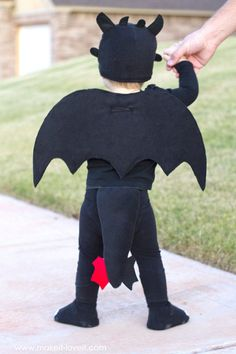 "WINGS - using felt and plastic canvas and glue!  A simple DIY Toothless Costume...from ""How To Train Your Dragon"" 