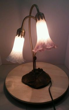 TIFFANY Style Lamp With Pink And White Tulip Glass Shades With Lily Pad Base