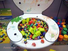 2012 toy fair trash pack display