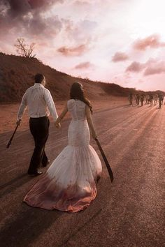 Este casal fez um book inspirado em The Walking Dead e enlouqueceu a internet Horror Wedding, Zombie Wedding, Geek Wedding, Gothic Wedding, Dream Wedding, Medieval Wedding, Wedding List, Wedding Goals, Wedding Season