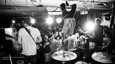 """+++While She Sleeps - You Are We+++ Vi ricordate degli While She Sleeps, ex new sensation inglese del metal """"moderno""""? Beh, i loro fans non solo non li hanno dimenticati, ma hanno pure messo mano al portafoglio per aiutarli. http://hvsr.net/a/20170508-6008821"""