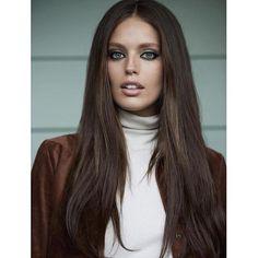 Que lindeza a Emily Didonato com esse cabelão meio anos 70 e make bem marcado no contorno e sombra mais clara na Glamour Espanha