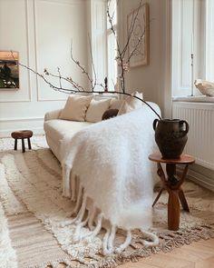 - Carolina Storm Living Room Decor, Living Spaces, European House, Grand Designs, Beautiful Interiors, Home And Living, Interior Decorating, Design Interior, Indoor