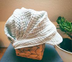 """Fox&Beaver auf Instagram: """"Mitwachs-Michel-Mütze 😊 (Schnitt: Faltenmütze by @erbsenprinzessin_com) - #handmade #handgenäht #ilovesewing #instasewing #michelmütze…"""" Instagram, Fashion, Winter Hats, Hand Sewn, Wax, Princess, Sewing Patterns, Kids, Moda"""
